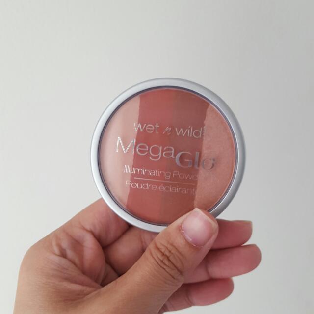Wet N Wild  Mega Glo Illuminating Powder