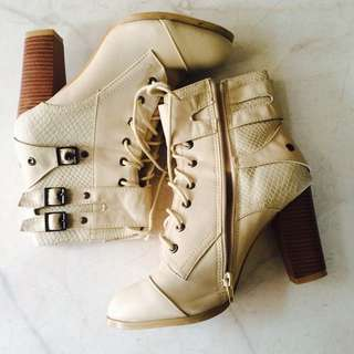 👢Lace Up Boots 👢