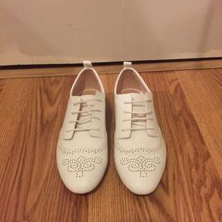 Zara White Shoes Size 7.5