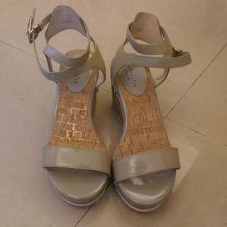 (含運)達芙妮米白楔形鞋