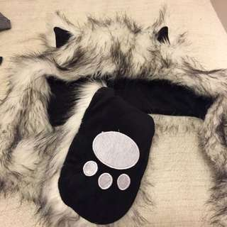 Cat Hat With Attached Gloves (white/black)