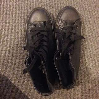 Excellent Condition School Shoes Size 7 (Teenage Girls)