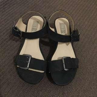 London Rebel Sandal - Size 7