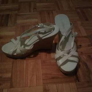 Le Chateau White Heel Sandals
