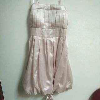 淡粉紅禮服洋裝,有綁帶綁蝴蝶結