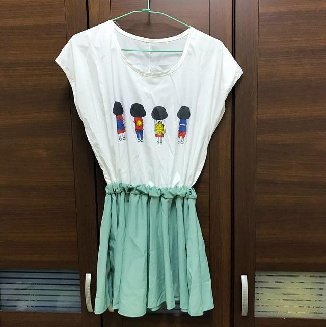 香菇頭女孩粉綠色小洋裝