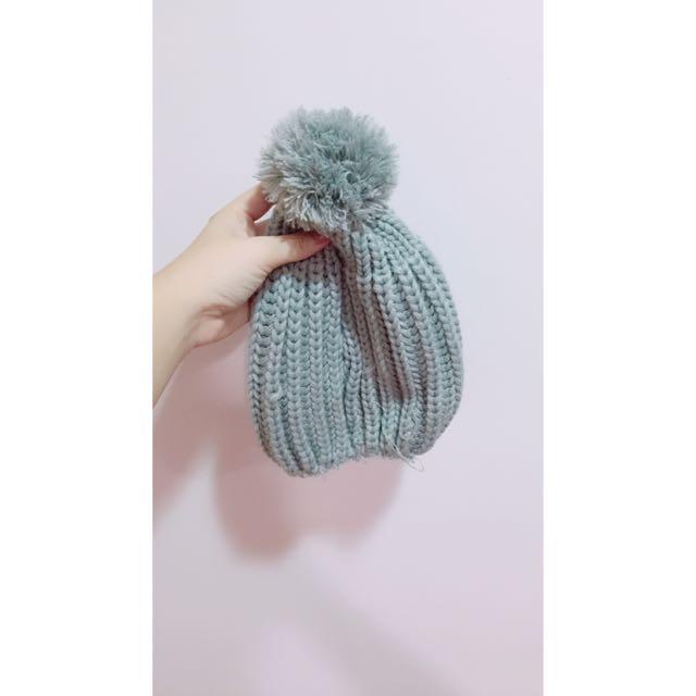 灰色球球毛帽