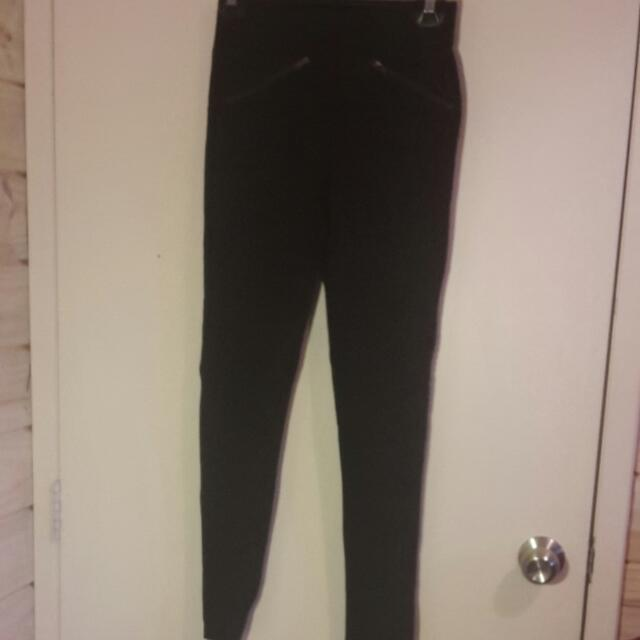 Black Stretch Pants With Ribbing At The Knee