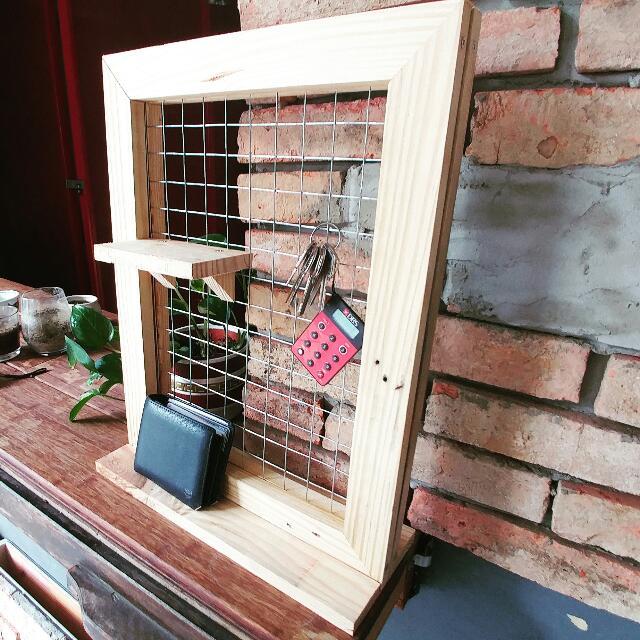 Pallet Wood Wire Mesh Display