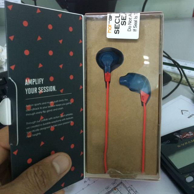 a5777e33a19 Jbl Grip 100 Action Sport Earphone, Electronics, Audio on Carousell