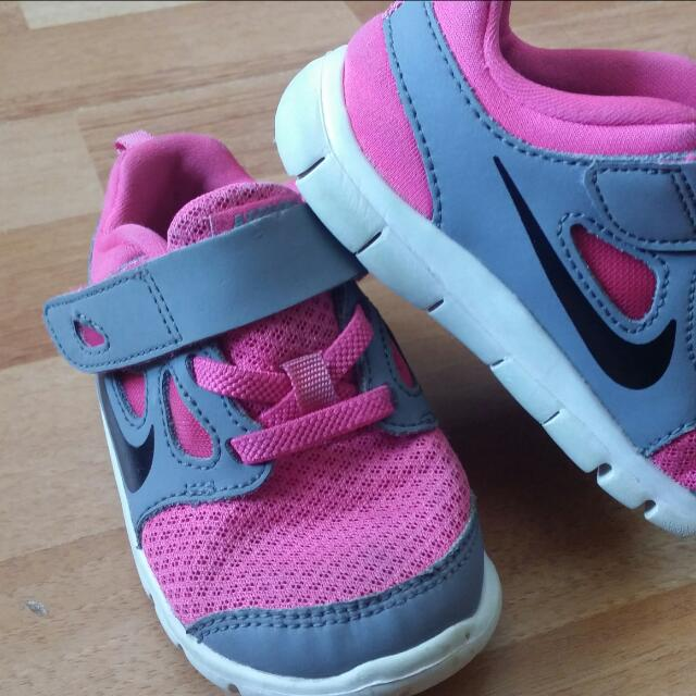 Pink Infant Nike's