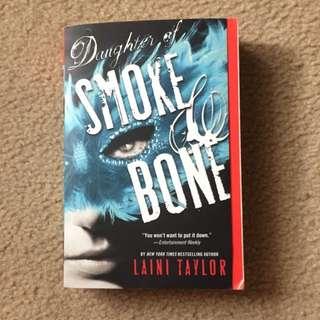 Daughter Of Smoke And Bone - Laini Taylor (eng)
