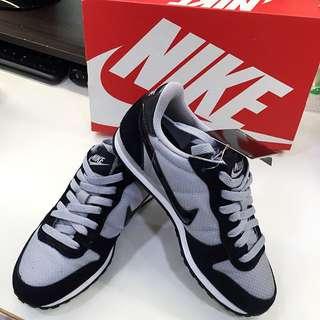 全新 Nike 女慢跑鞋