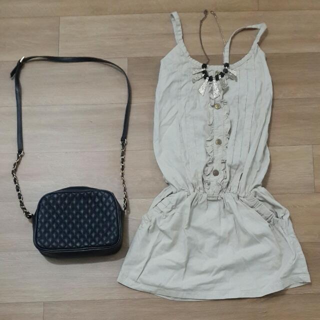 Dress Bahan katun , ada karet di pinggang , ada karet di punggung belakang Size S / M LD 70 cm P 78 cm
