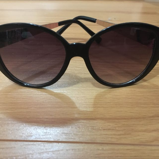Forever 21 Cateye Sunglasses With Gold Details