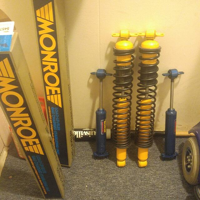 MONROE Shocks gas charged shock absorber and coil spring