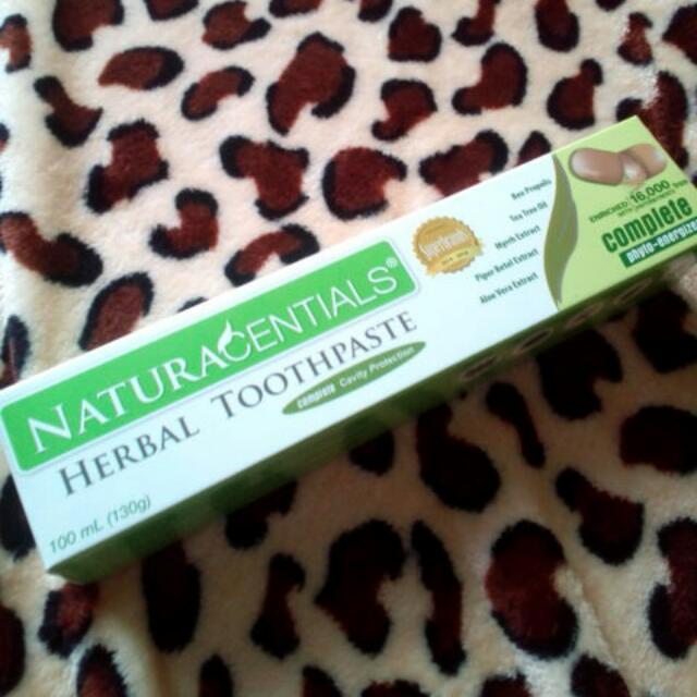 NaturaCentials Herbal Toothpaste
