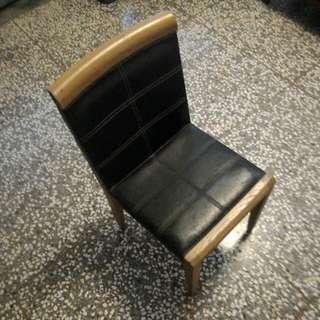 實木皮面餐椅(共有六張)