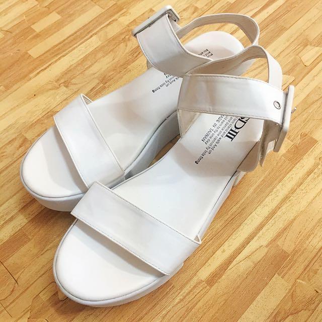 全新白色厚底涼鞋24.5便宜賣✨✨