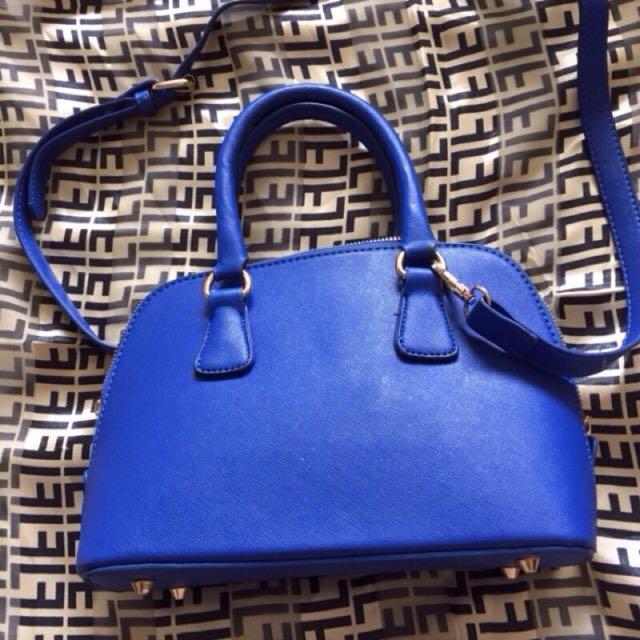 (全新)藍色硬挺金屬多功能貝殼包