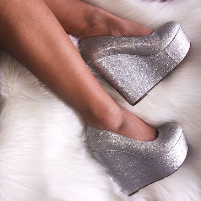 ✖️ Silver Glitter High Heels