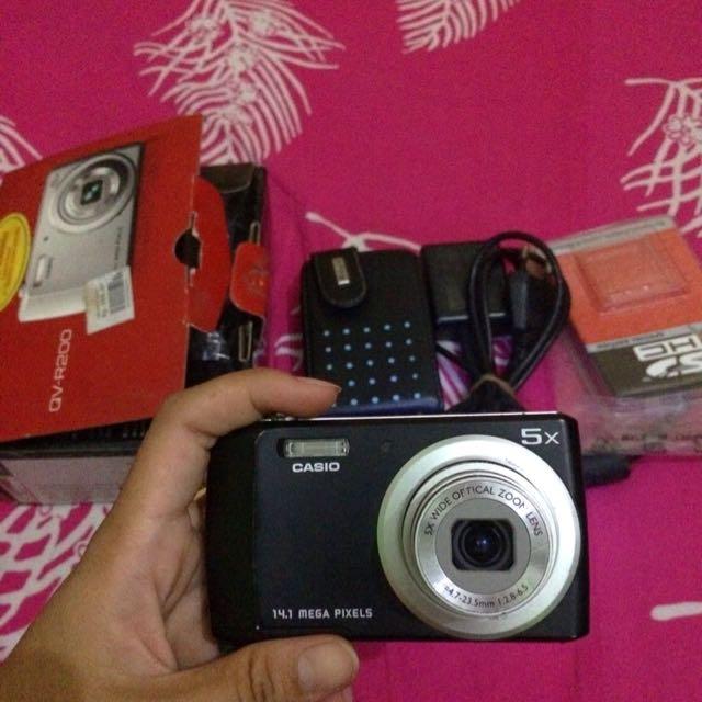 Camera Casio QV-R200
