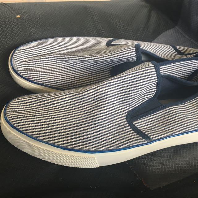 Men's Casual Shoe Size 11