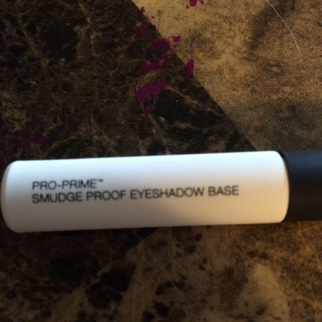 Nars Smudge Proof Eyeshadow Base