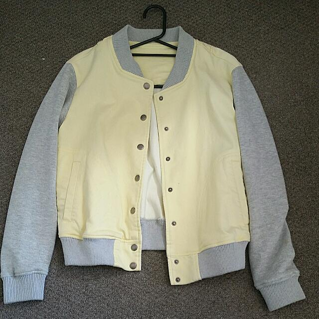PASTEL YELLOW BOMBER JACKET