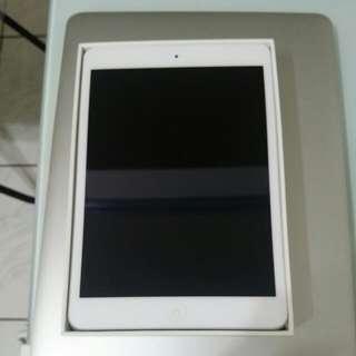 Apple iPad mini 2 Retina WiFi 32G(極新,剛過保,保護殼保護,台北車站面交)(ME280TA/A,2015製造,附充電線和充電器,外盒,限面交)