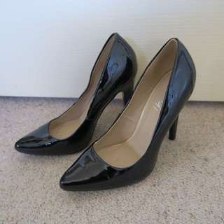 VERALI Pointed Black Heels 7 8