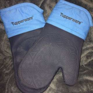 Tupperware Oven Mits