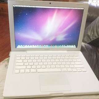 Macbook 13inch 2009 - NEED IT GONE ASAP!!!