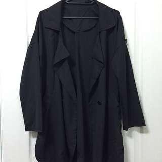 黑風衣外套。薄款