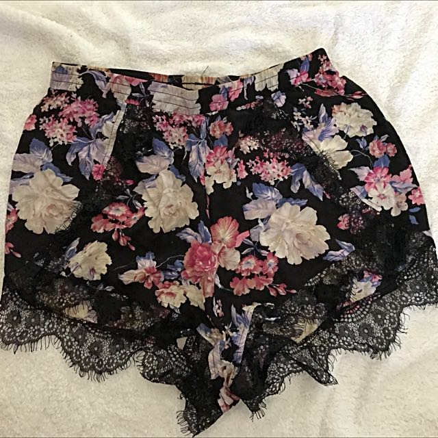 Chickabooti Floral Shorts Size 10