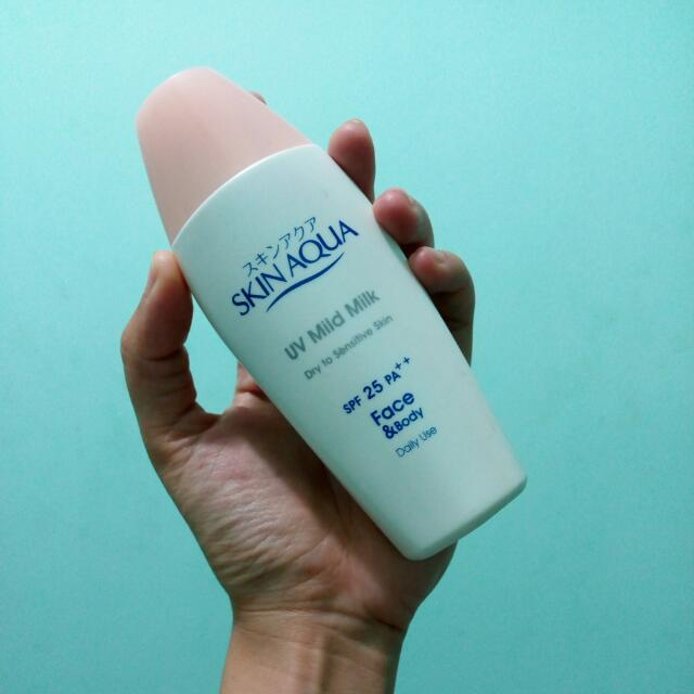 Skin AQUA UV Mild Milk (Dry To Sensitive)