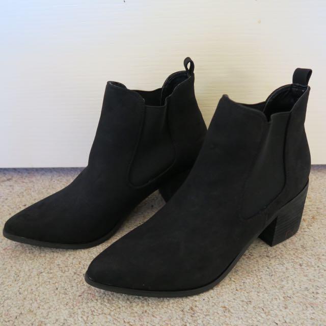SPURR Suede Feels Black Boots 7