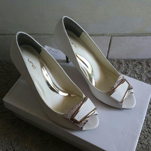 VNC Shoes White