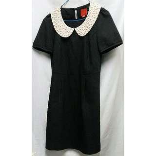 Deep Or Shallow 釘珠娃娃領黑色連身裙 背部百褶雪紡設計