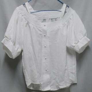 白色小露肩上衣