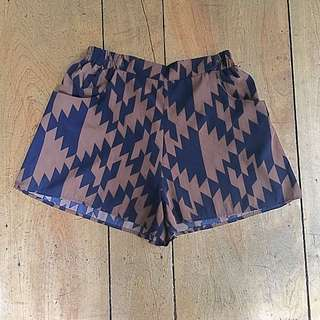 Everly Patterned Short