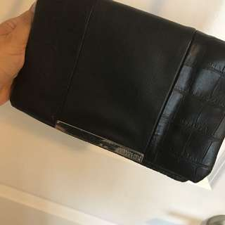 *Price Reduced* Kenneth Cole Reaction Cross Body Bag