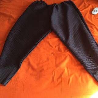 Celana Pleated Black