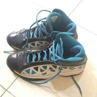 REPRICE Sepatu Basket League