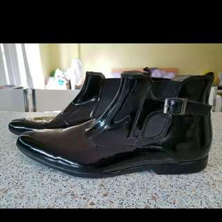 New Julius Marlow Mens leather boots. Size 9