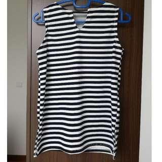 Black & white sleeveless top