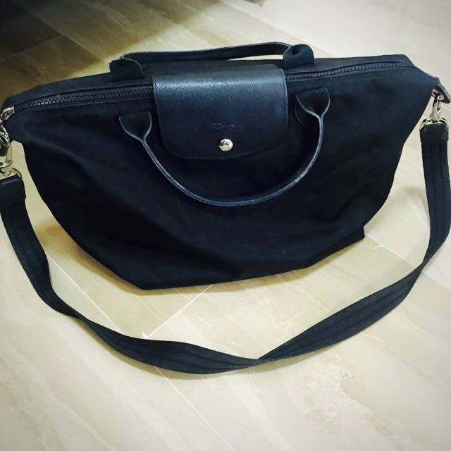 797b94db19 Authentic Longchamp Le Pliage Néo Black Medium Sling Bag, Women's Fashion,  Bags & Wallets on Carousell