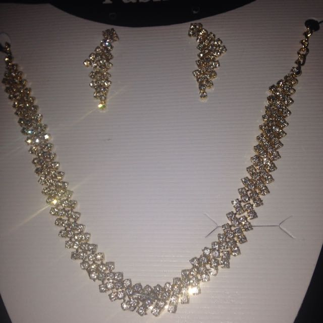New Diamante Gold Tone Necklace Earring Set