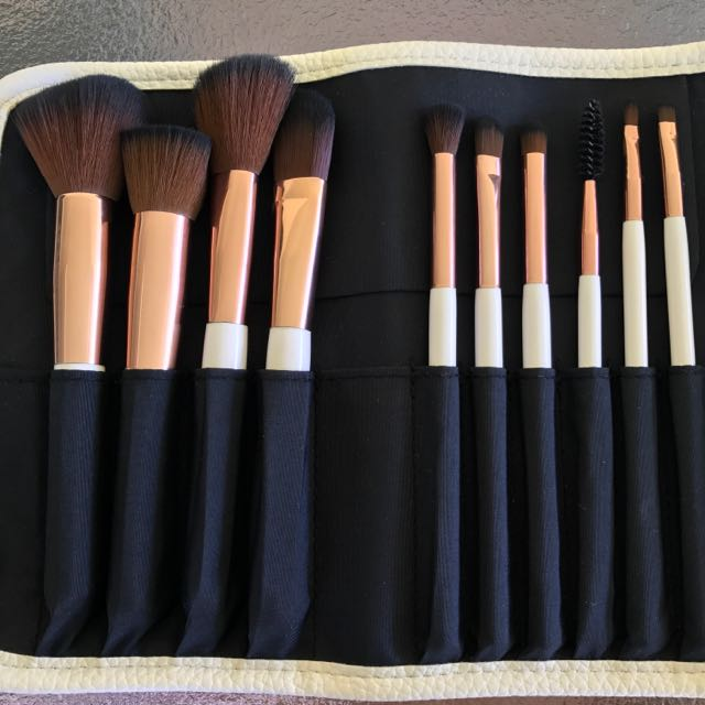 Nude by Nature 10pc brush set