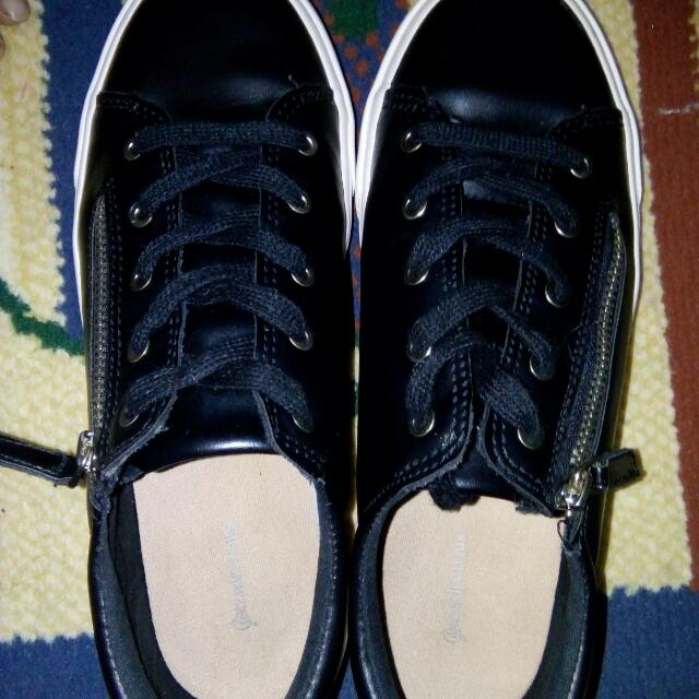 ⚡REPRICE⚡ Stradivarius Black Sneakers With Zipper
